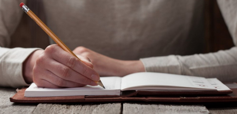 چگونه یک داستان کوتاه بنویسیم که برای خواننده جذاب باشد